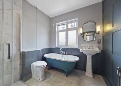 LeightonW10_bathroom_refurb_panelling_porcelainTiles_2021